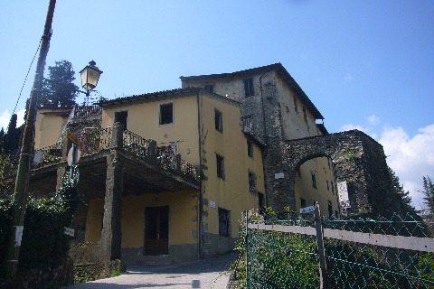 foto Una grande properietà nel centro storico di Barga, Lucca.
