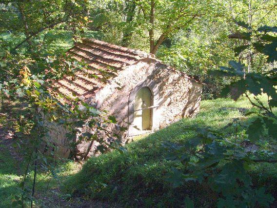 foto N°1314 Interessante complesso rurale immerso in una natura agricola…