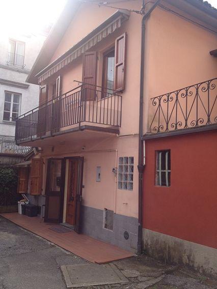 foto Casa posta su due piani nel centro di Fornaci di Barga.   Pian…