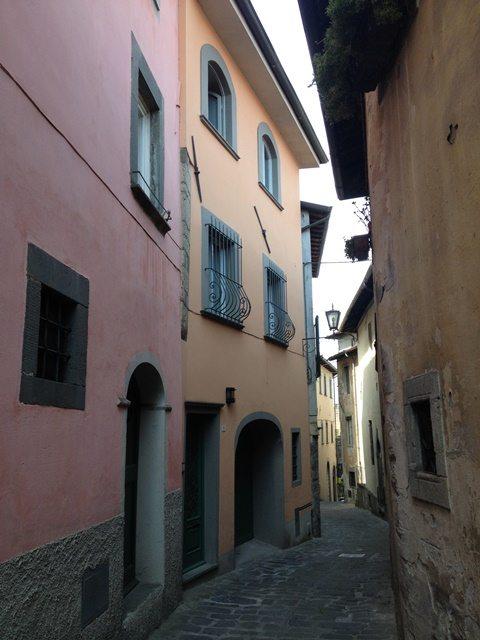 foto Casa indipendente terratetto nel centro storico di Barga, Lucca, di recente completamente rinnovata ad un  livello molto buono