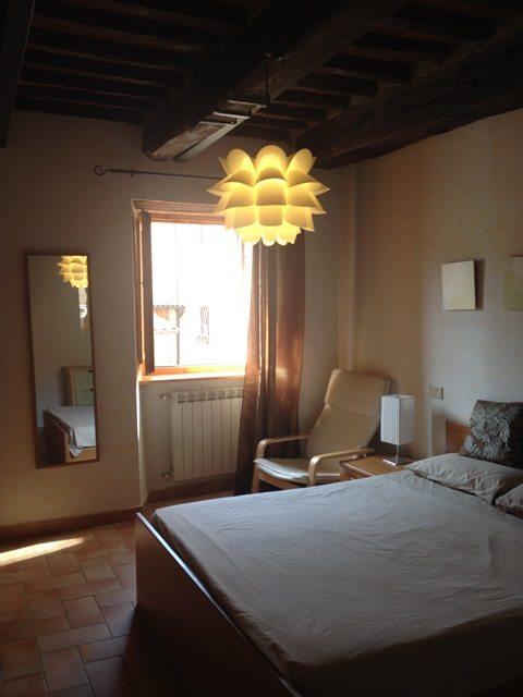 foto Un gradevole appartamento al piano primo , con dettagli tradizionali , nel paese di Castelvecchio Pascoli , vicino a Barga, Lu .