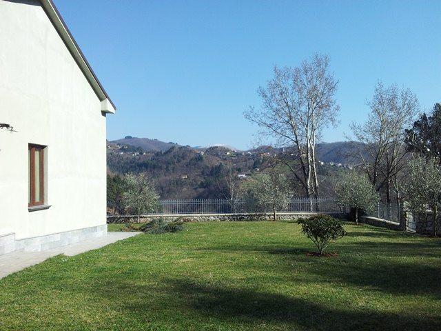 foto Ex - Scuola, in posizione panoramica, al margine del villaggio di Tiglio.