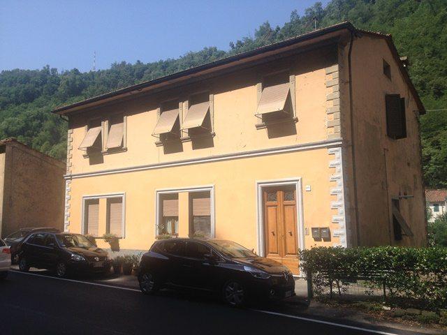 foto Appartamento a Bagni di Lucca con giardino terrazzato e vista sul fiume