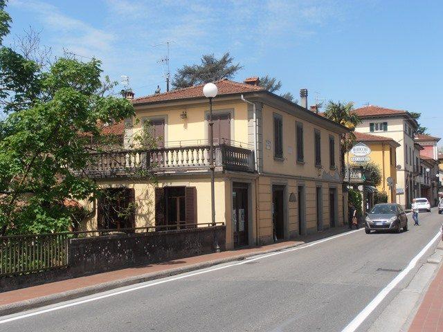 foto Appartamento con terrazza, tre negozi e fondi, posto in Barga, (LU)