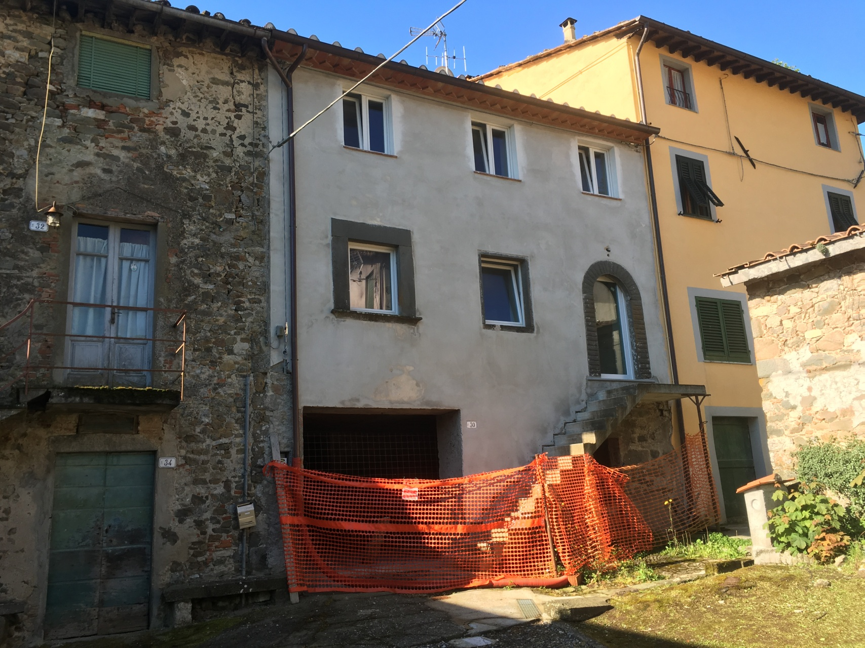 foto Casa di paese ristrutturata ma incompleta.