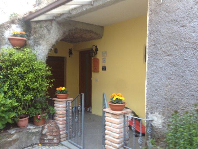 foto Appartamento con terrazza giardino posta nell centro storico di Cardoso nella Garfagnana, LU.