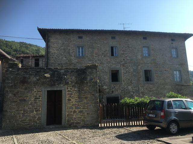 vendita palazzo san romano in garfagnana   490000 euro  12 locali  450 mq