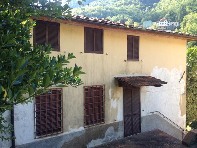 foto Casa di paese su tre livelli con 4000mq di terreno, giardino e balcone a Gragliana, comune di Fabbriche di Vergemoli