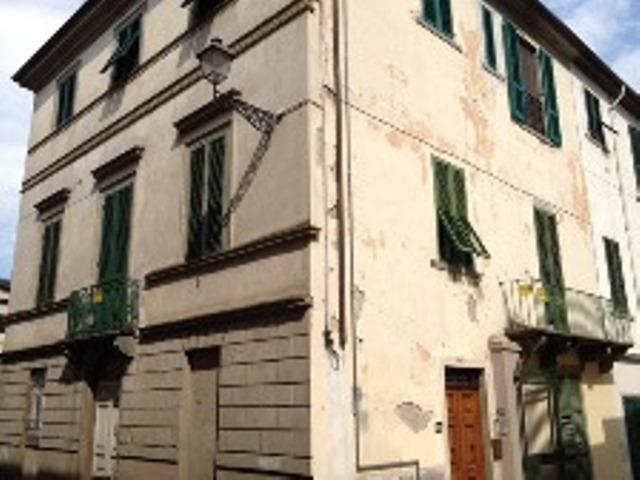 foto Piacevole unità immobiliare ad so abitativo in palazzo di origine nobile in Bagni di Lucca, LU.