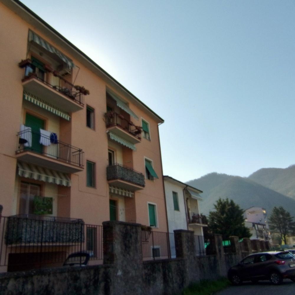 foto Appartamento al secondo piano di circa 70mq, con 2 balconcini e cantina, situato a Fornoli, nel comune di Bagni di Lucca.