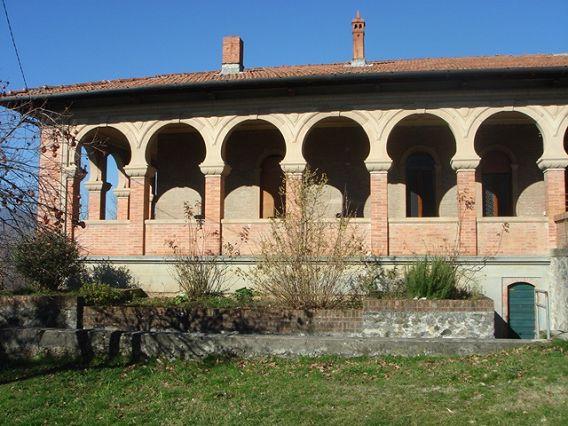 foto Villa arabesca periodo 'Liberty' con giardino