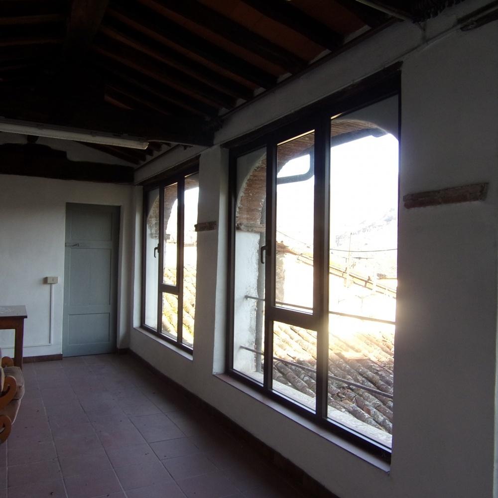 foto Appartamento situato in posizione panoramica nel cuore della parte medievale della città di Barga, in provincia di Lucca.