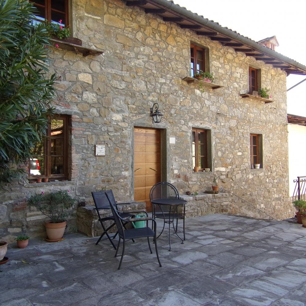 foto Incantevole proprietà suddivisa in tre ambienti abitativi, situata in bellissima posizione a Tiglio, comune di Barga, Lucca.