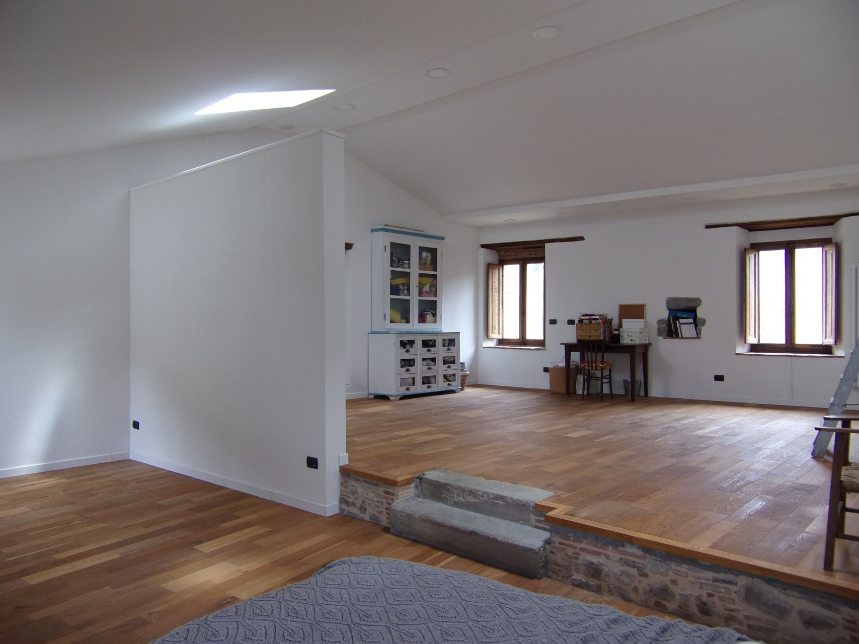 foto Grande casa di paese posta in Benabbio vicino a Bagni di Lucca, completamente ristrutturata della superficie utile di circa 312mq con 3 balconi e uliveto.