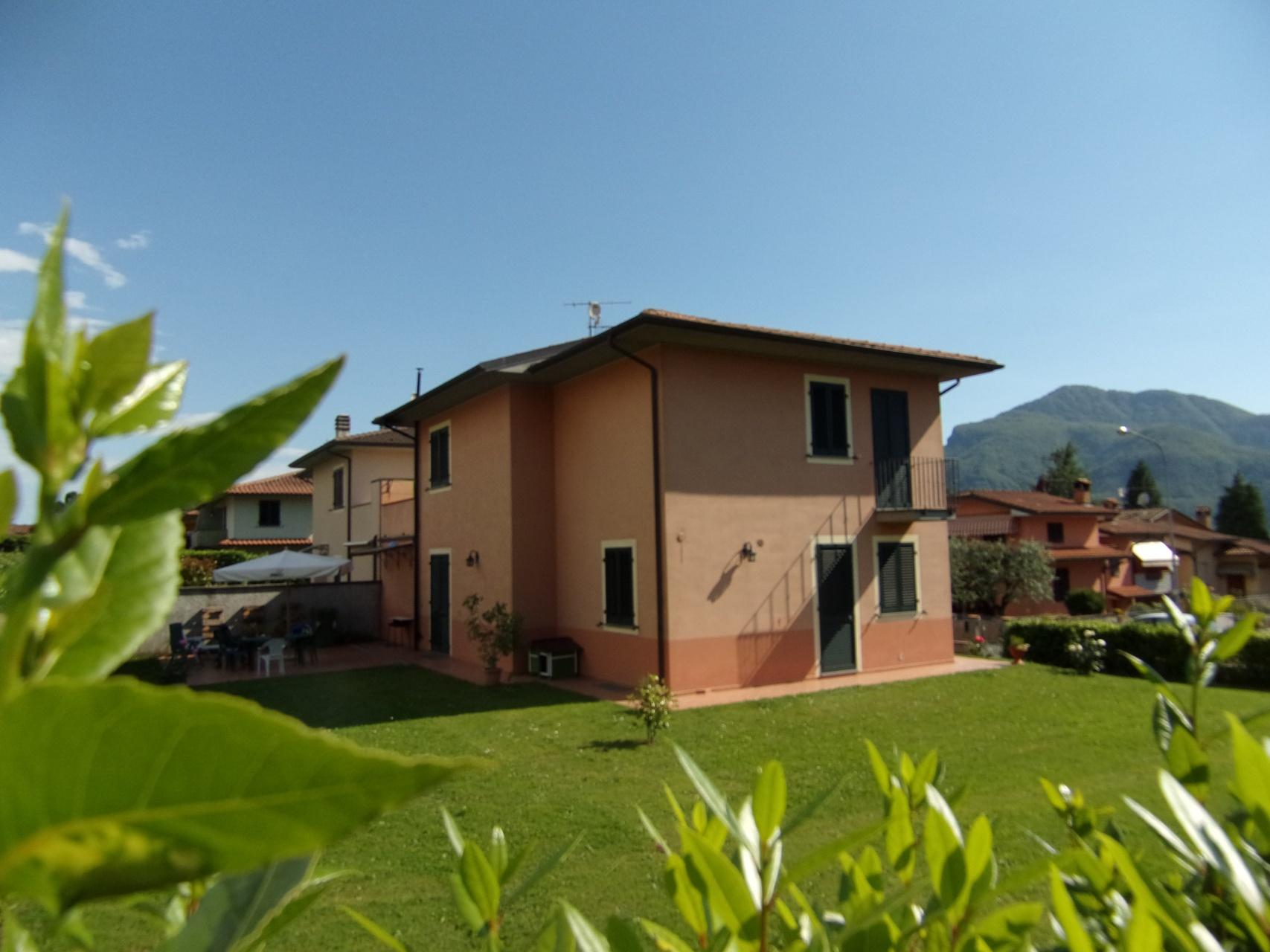 foto Indipendente bifamiliare terratetto di recente costruzione posto in Barga, Lucca.