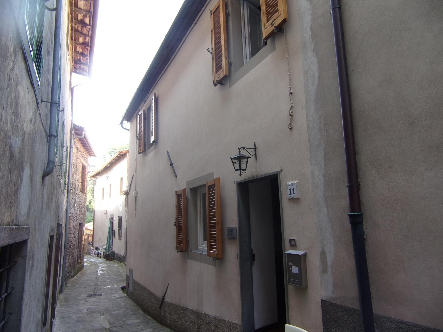foto Piacevole casa di paese con terrazza situata a Vitiana, Coreglia Anteminelli, Toscana