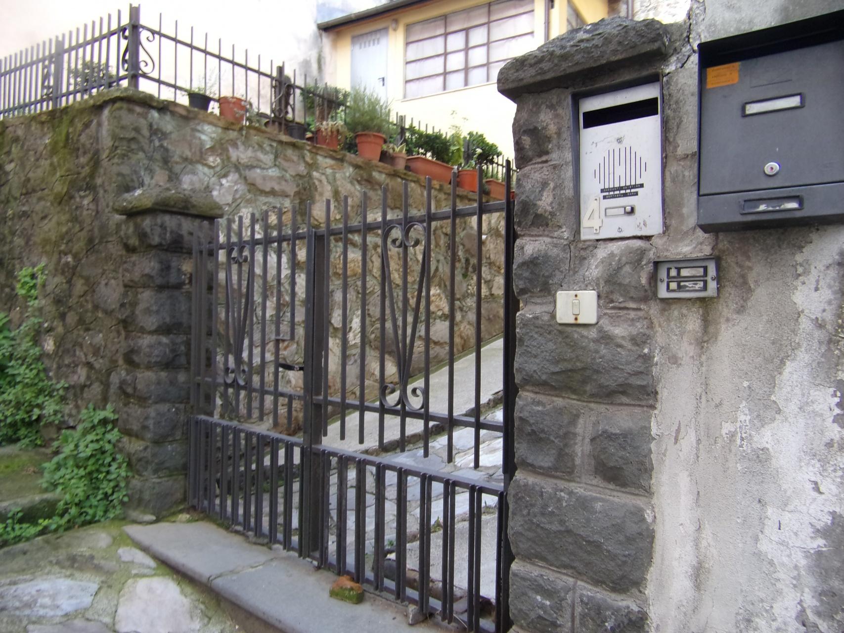 foto Appartamento al primo piano,  con garage,  situato nel centro storico di Barga, Lucca.