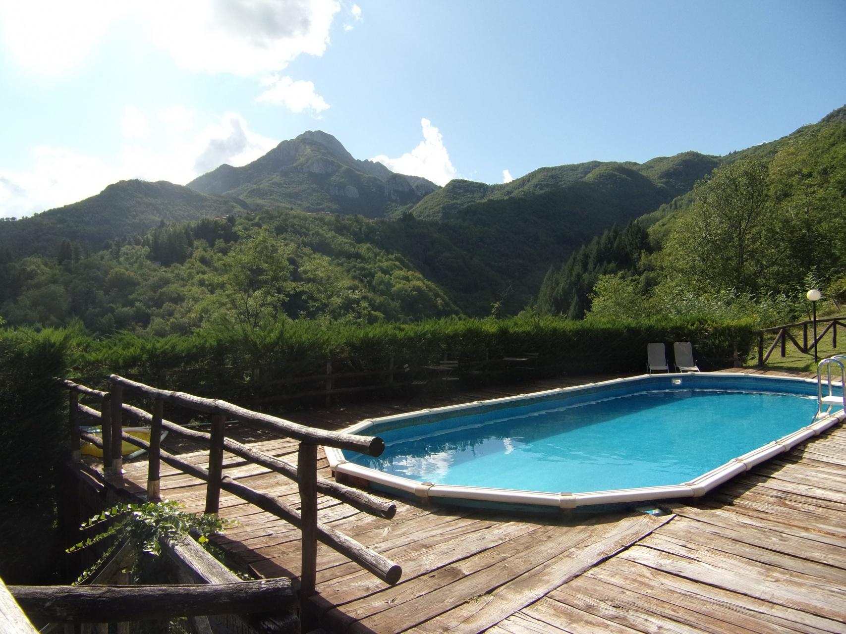 foto Casa rurale divisa in 4 appartamenti con piscina e terreno. Gallicano, Lucca.