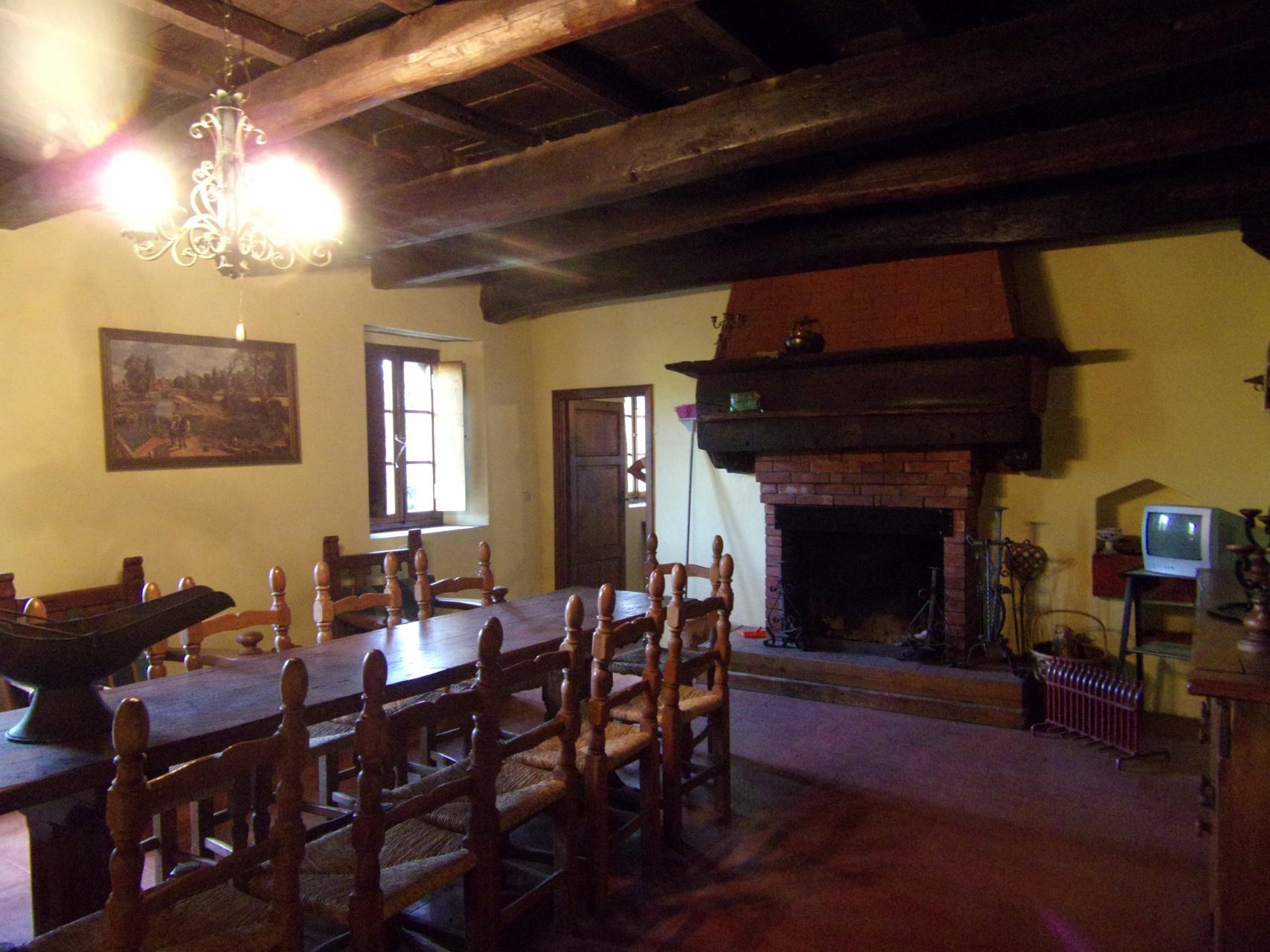 foto Casa rurale e fienile con terreno vicino a Tereglio, Lucca.