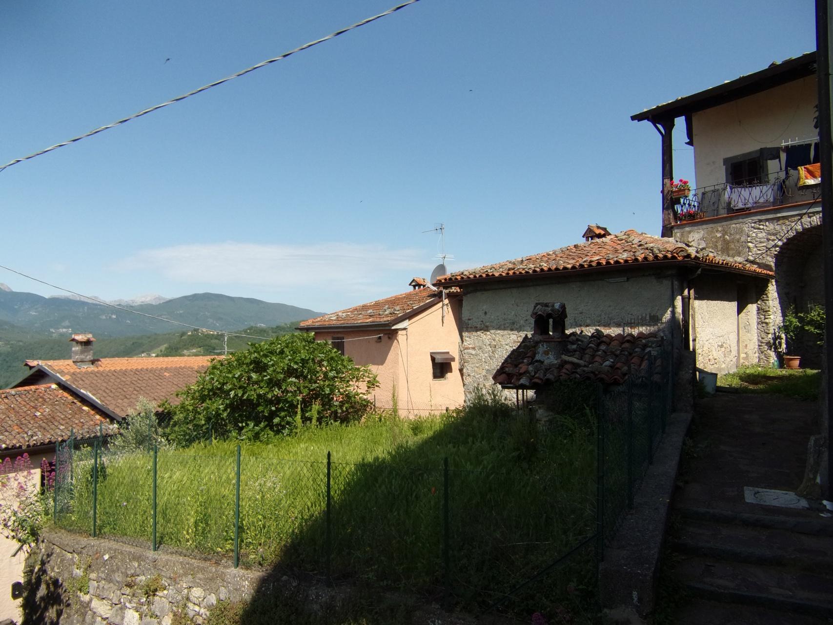 foto Casa di paese, indipendente terratetto, con giardino esclusivo e splendide vedute.