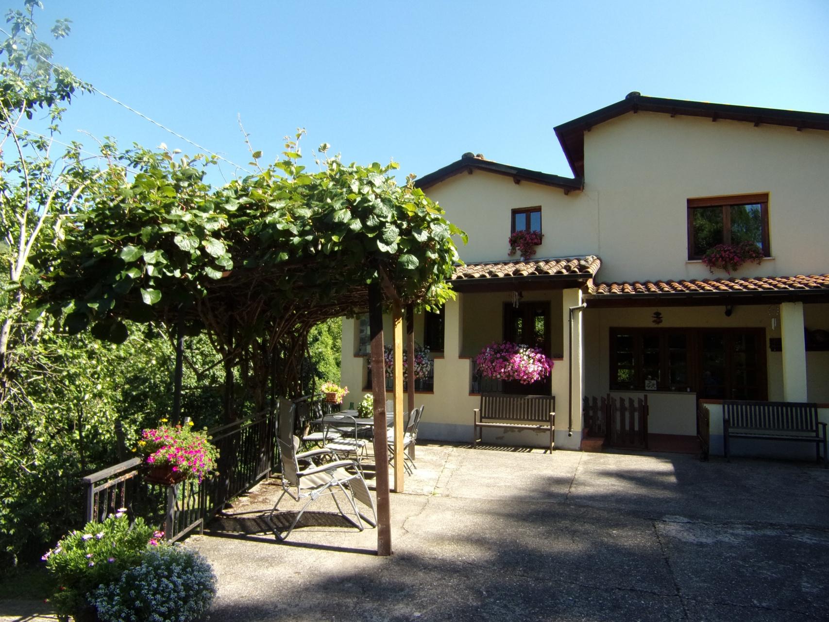 foto Casa ristrutturata immersa nel verde - Barga, Val di Vaiana, Lucca