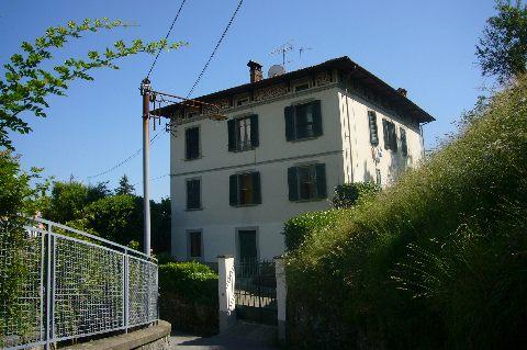 foto Villa in stile liberty vista panoramica, Barga, Lucca.