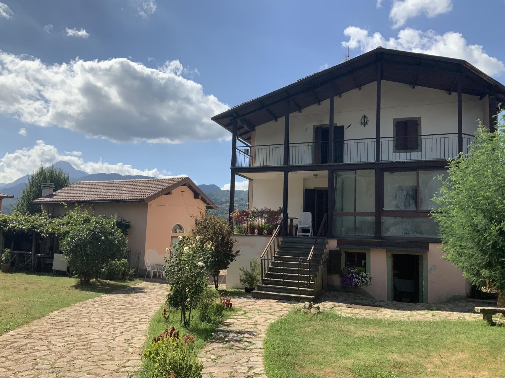 foto Casa indipendente con giardino e studio creativo, Barga, Lucca