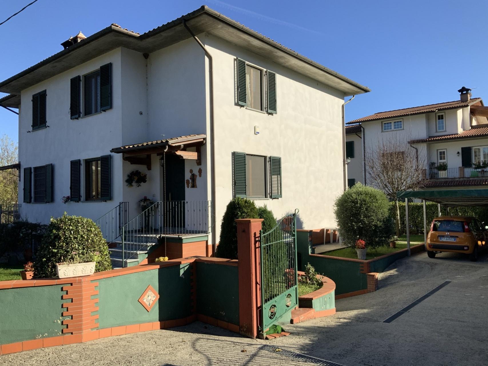 foto Villetta terratetto con giardino Gallicano, Lucca.