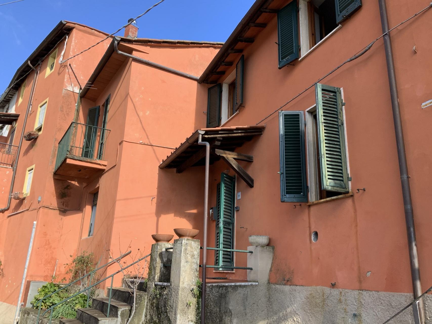 foto Casa di paese con giardino a Pescaglia, Lucca.