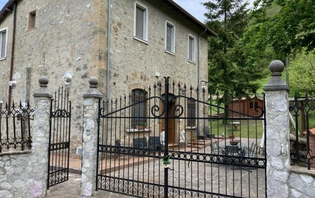 Rustic villa, near Gallicano